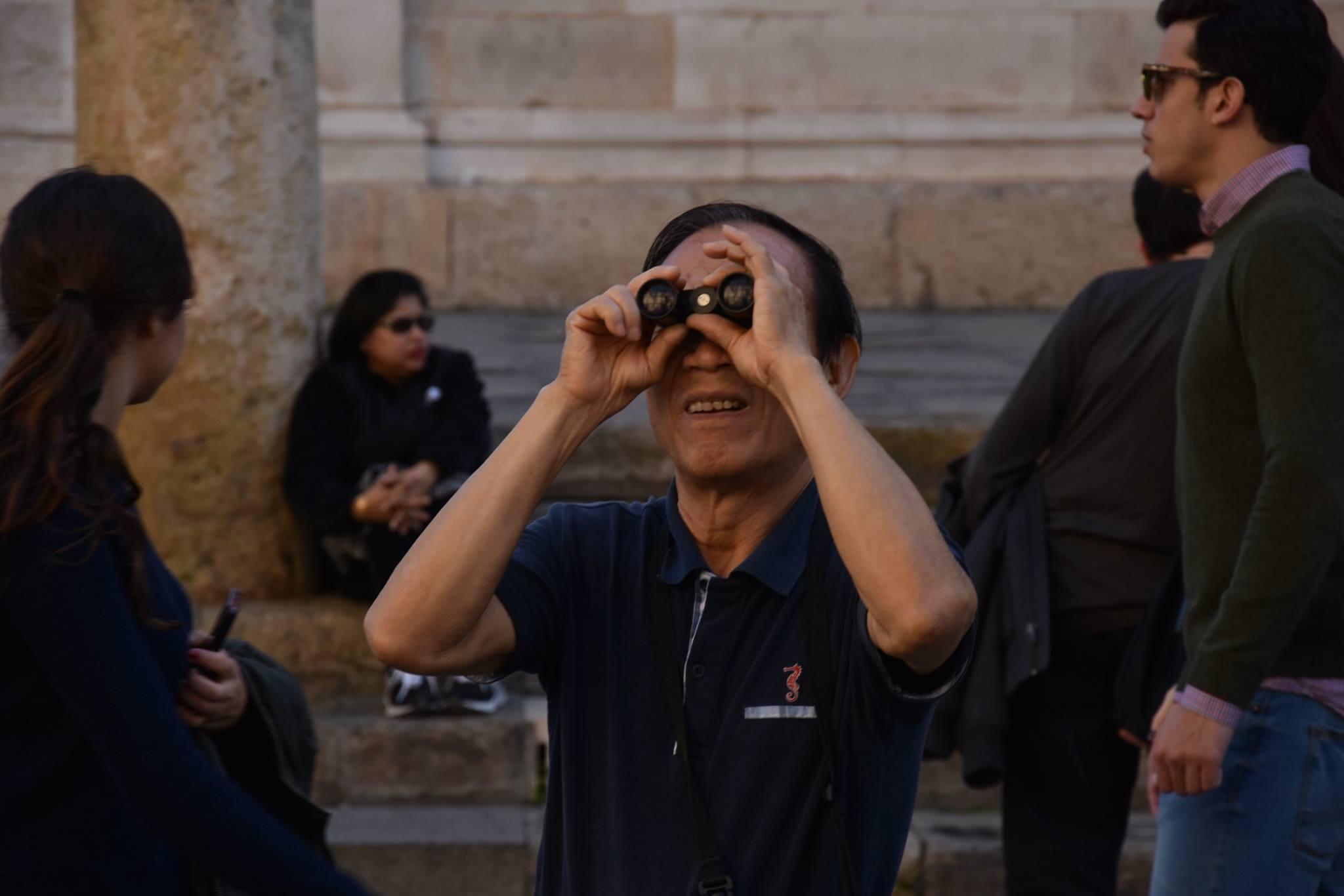 asian.binoculars.tourist_Timon_Prosper